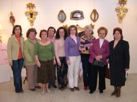 Éxito de la exposición de artesanía de las Amas de Casa