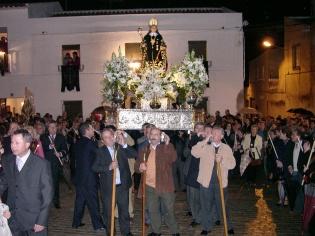 Pese a la lluvia el patrón de Porcuna recorre las calles del pueblo en su día