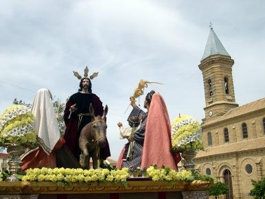 La Borriquita se pasea por las calles del pueblo en el Domingo de Ramos