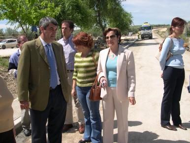El Delgado de Obras Públicas inspecciona las obras de la carretera Porcuna-Arjona en las vísperas de la Romería de Alharilla