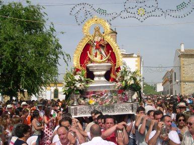 Explosión de júbilo en la salida de la Virgen de Alharilla