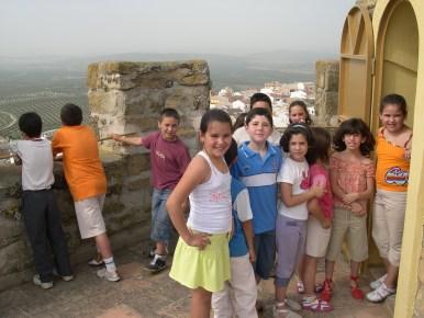 Los escolares de la localidad visitan el Museo Arqueológico de Obulco