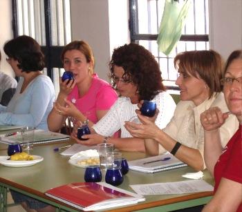 La Asociación de Mujeres Olivar y Género organiza un curso de cata de aceites