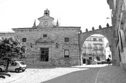 Reclaman 251.317,47 euros al Ayuntamiento de Porcuna