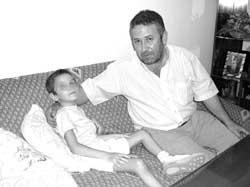 Exige que el colegio de Porcuna sea accesible para su hijo discapacitado