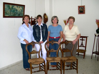 Se clausura el curso de restauración de muebles de COAG