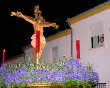 El mal tiempo no impide la salida del Cristo de la Expiración y Virgen de los Dolores