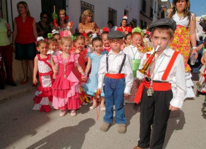 Cerca de 700 escolares viven con alegría la II Romería Escolar en Porcuna