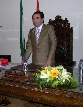 El nuevo Alcalde de Porcuna, Miguel Moreno, toma posesión de su cargo y tiende la mano a la oposición para trabajar por Porcuna