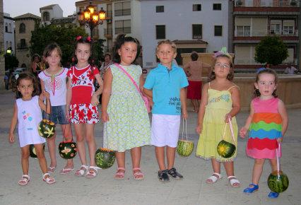 Los niños se divierten en la Fiesta de la Farolica