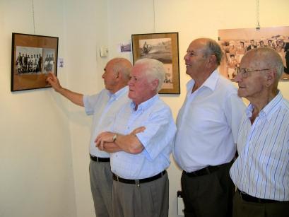 Una exposición fotográfica repasa la historia del fútbol en Porcuna