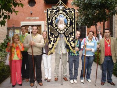 Más de un centenar de porcunenses peregrinan con la Hermandad de la Virgen de los Dolores a la Basílica de Ntra. Sra. de las Angustias en Granada