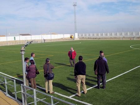 Finaliza la obra de reforma de colocación de césped artificial en el campo de fútbol