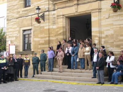 Silencio en la concentración contra el terrorismo en Porcuna