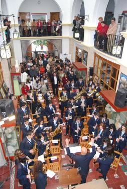 Un acto institucional y una paella del PA centraron la celebración del Día de Andalucía en Porcuna