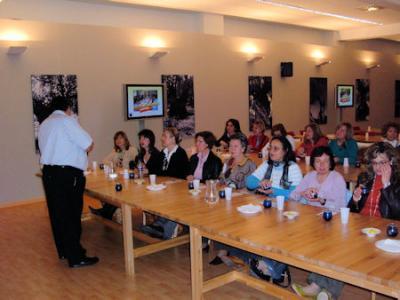 Las Mujeres Progresistas visitan exposición Tierras del Olivo