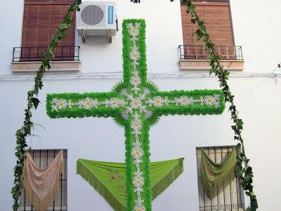Seis cruces darán la bienvenida al mes de mayo en Porcuna