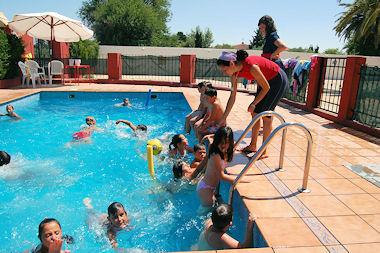 La Granja Escuela 'Las Palmeras' en colaboración con el ayuntamiento de Porcuna ha iniciado esta semana la tradicional Escuela de Verano