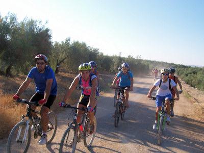 Cultura y deporte en la primera Ruta Cicloturista 'Ciudad de Porcuna'