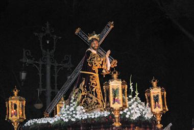 Nuestro Padre Jesús Nazareno imparte la bendición al pueblo de Porcuna