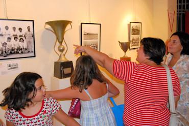 La segunda exposición sobre el fútbol en Porcuna recuerda su historia más reciente