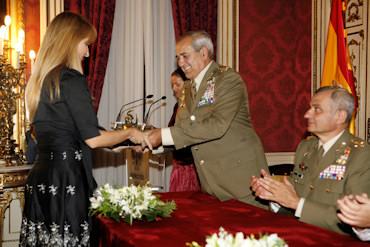 La pintora porcunense, Chelo Vallejo, recibe el premio Ejército 2008 en Madrid