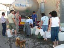 El agua llega al pueblo después de casi cuatro días sin suministro