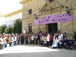 Con una concentración y lectura de un manifiesto comienzan los actos del Día Internacional de la Mujer